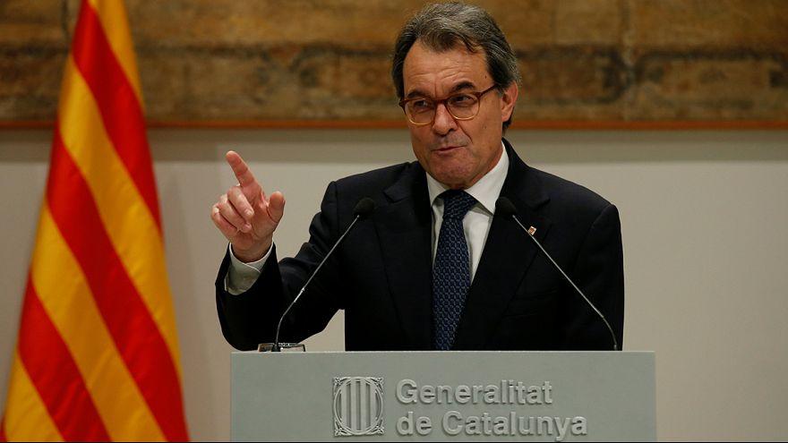 """Katalonya bölgesinin eski başkanının yargılandığı """"referandum davasında"""" karar bekleniyor"""
