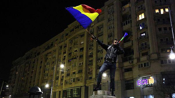 الاحتجاجات تعطل النظام السياسي في رومانيا