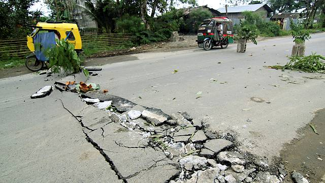 Philippines struck by strongest quake in more than 100 years