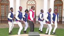 Kenyan president does 'dab dance' to appeal to young voters [no comment]