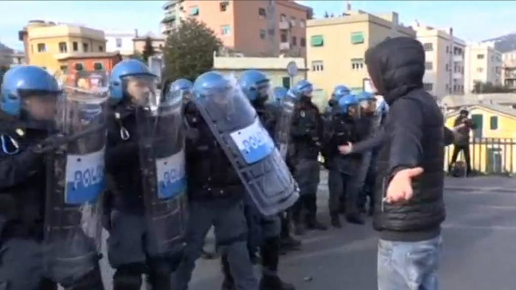 Centenares de personas protestan en Génova contra un acto de la ultraderecha europea