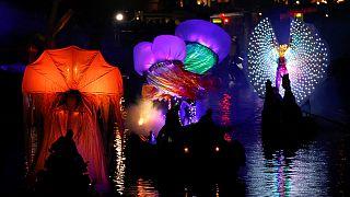 Maskenbälle und Feuerwerk: Karneval von Venedig hat begonnen