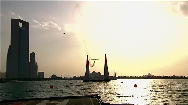 مارتین سونکا قهرمان رقابتهای هواپیماهای ملخی نمایشی در امارات شد
