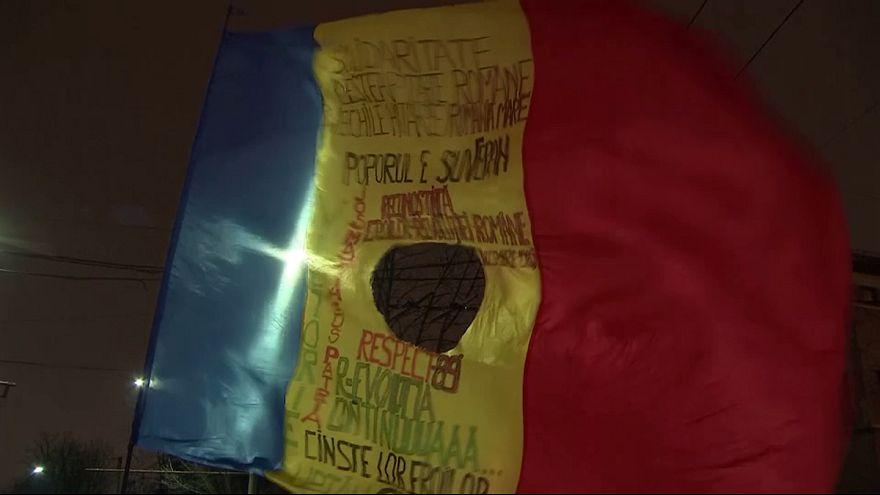 Manifestantes contra e pró-governo manifestam-se nas ruas de Bucareste
