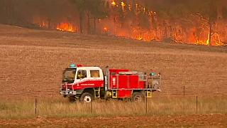 Un gran incendio causa estragos en el sureste de Australia
