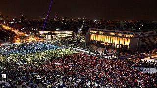 Румынские манифестанты ждут действий парламента