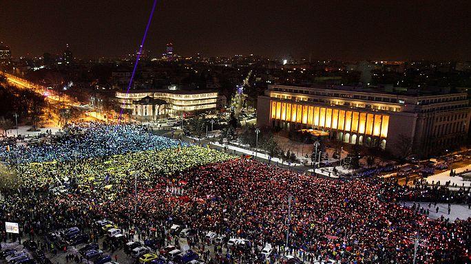 Romania. Decine di migliaia di persone ancora in piazza vs governo