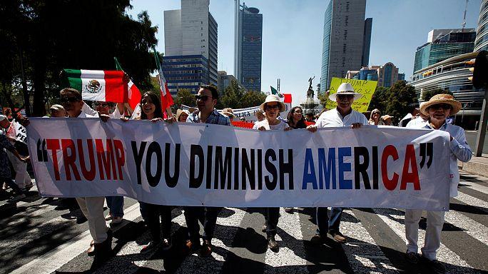 المكسيكيون تحتجون على سياسة ترامب