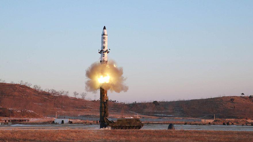 """Corea del Nord: nuovo test missilistico """"intollerabile"""" per il Giappone"""