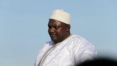 Gambie : un ancien garde de Jammeh arrêté avec une arme dans une mosquée où priait Adama Barrow