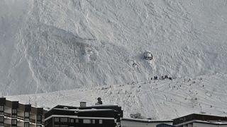 Tres esquiadores de una misma familia y un monitor mueren en una avalancha en los Alpes