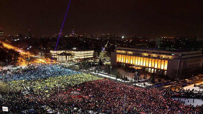 Romanya'da protestolar referandum getirdi