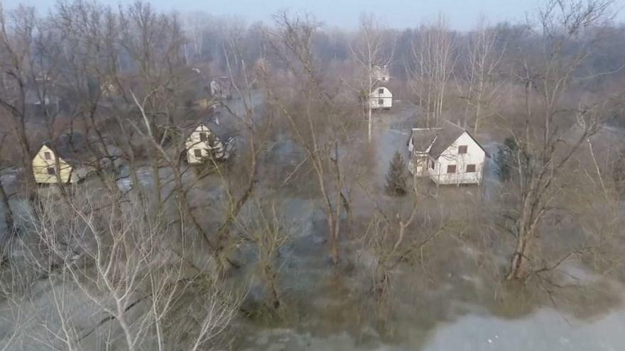 Il ghiaccio si scioglie e i fiumi esondano. Allarme in Ungheria