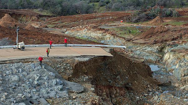 USA: még bírja a völgygát, de újabb esőzés várható