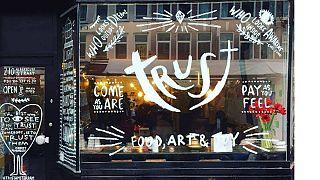 L'Economia della fiducia da un caffè di Amsterdam al mondo