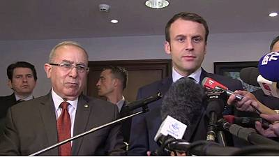 Émmanuel Macron veut séduire l'électorat français d'Alger