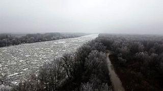رودخانه تیسزا در مجارستان یخ زد