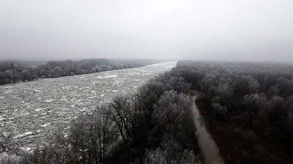 Ουγγαρία: Παρασύρθηκε πλοίο σε παγωμένο ποτάμι
