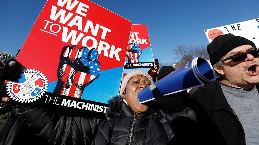Image: Federal government workers protest
