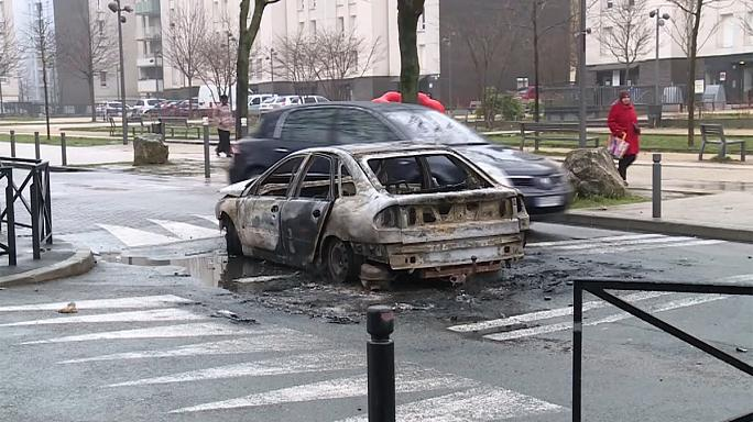 """Fransa'da """"tecavüzcü polis"""" eski travmaları hatırlattı, yeni isyan meşalesi yaktı"""