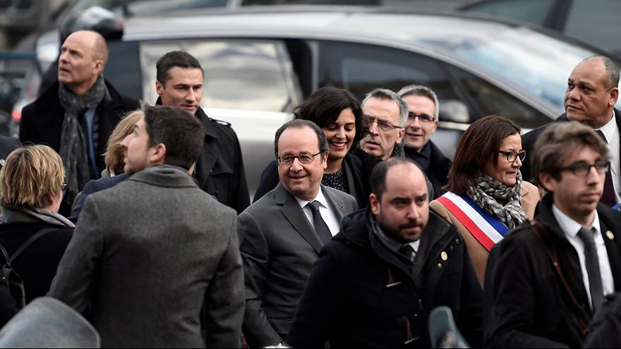Hollande visita subúrbios de Paris depois de tumultos