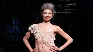 Mellrák túlélők fehérneműbemutatója a New York-i divathéten