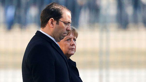 Merkel reclama a Túnez una repatriación rápida de los sin papeles