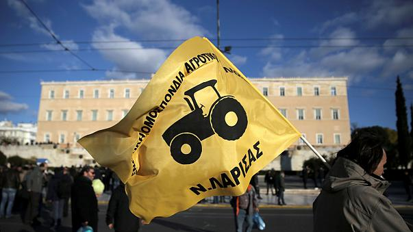 2.000 agricultores griegos protestan en Atenas contra el aumento de las contribuciones e impuestos