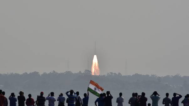 الهند تطلق 104 أقمار صناعية في صاروخ واحد