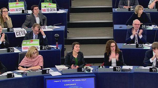"""البرلمان الأوروبي يُصادق على معاهدة التجارة الحرة """"سيتا"""" بين الإتحاد الأوروبي وكندا"""