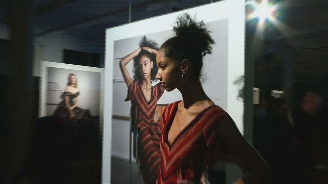 Золоті та срібні сукні на Нью-йоркському тижні моди