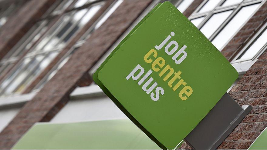 Desemprego no Reino Unido em mínimos de mais de 10 anos