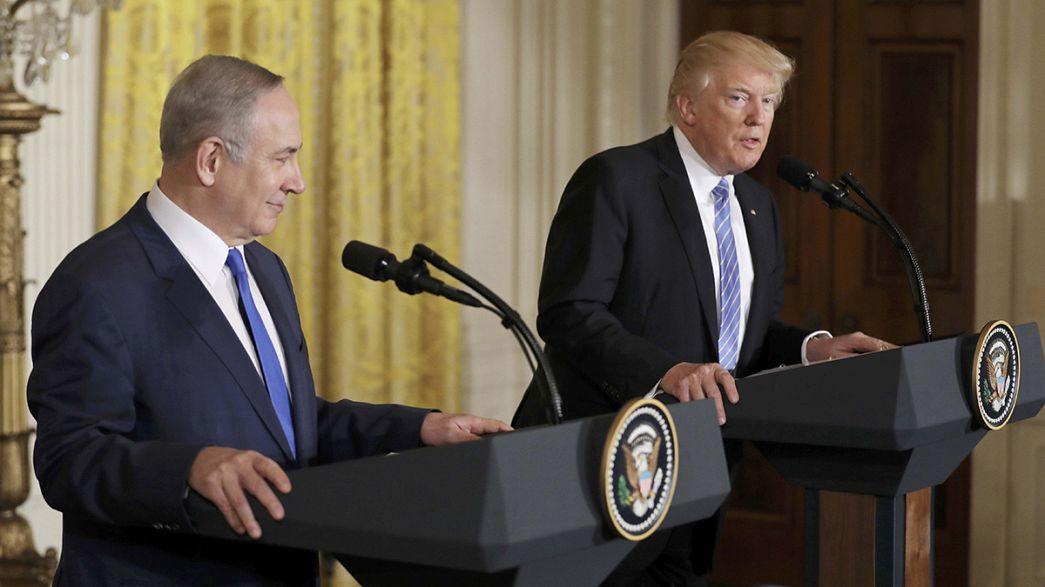 Trump e Netanyahu, sorrisi e pacche sulle spalle