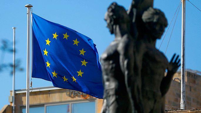 L'incertezza politica in Europa e Usa impone cautela sulle prospettive di crescita