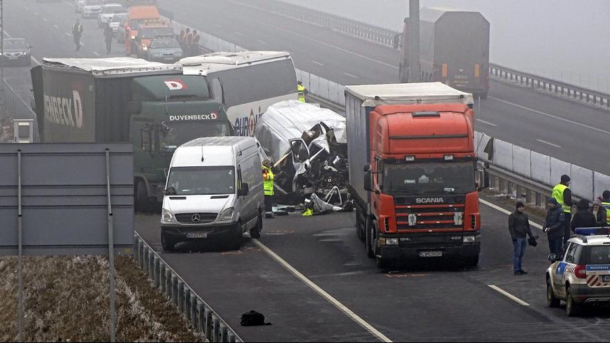 Accidente mortal a causa de la niebla en Hungría