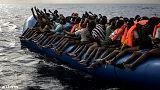 La llegada de clandestinos a Europa baja en 2016 a 382.000, pero aumenta por las costas italianas