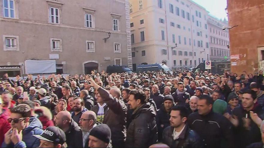 İtalya: Taksi şoförlerinden Uber karşıtı protesto