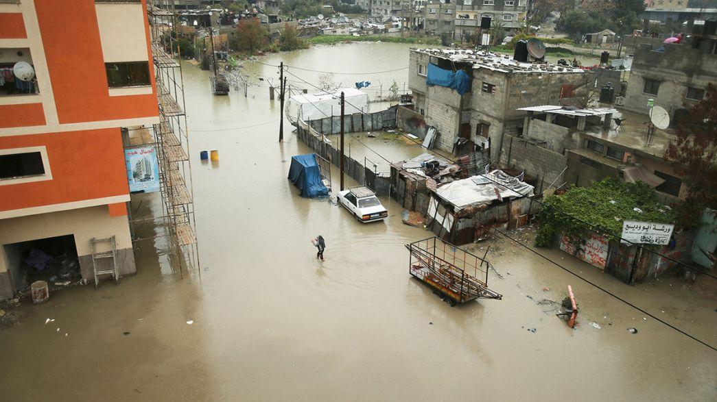 Blokaj altındaki Gazze'yi su bastı