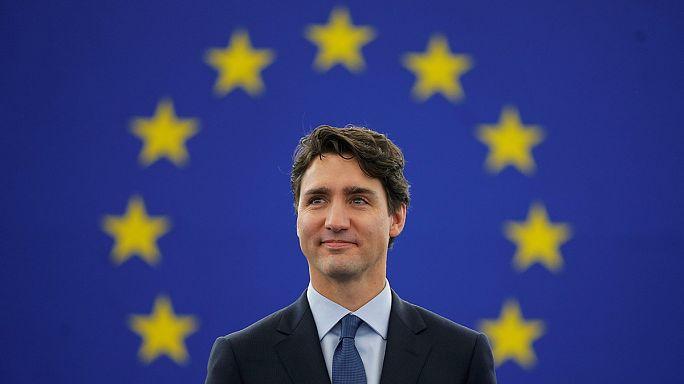 A kanadai miniszternök Strasbourgban, az amerikai védelmi miniszter Brüsszelben győzködte az európaiakat