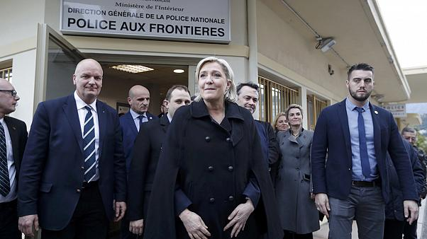 Far-right Le Pen leads French presidential polls