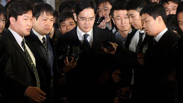 بازداشت معاون اول سامسونگ در ارتباط با پرونده فساد مالی رئیس جمهوری کره جنوبی