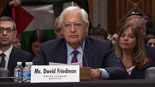 Le future ambassadeur américain en Israël interrompu par des protestations
