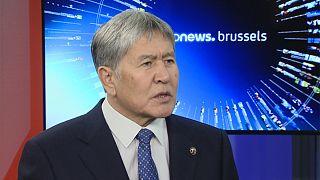 رئيس جمهورية قيرغيزستان ألمازبيك أتامباييف: الإتحاد الأوروبي بعيد جداً