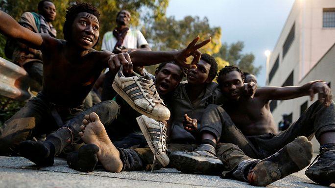 Unos 500 inmigrantes entran en Ceuta en un asalto masivo