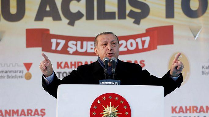 Erdogan hace campaña a favor de la reforma constitucional