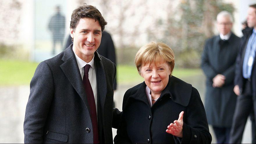 Merkel ve Trudeau birlik mesajı verdi