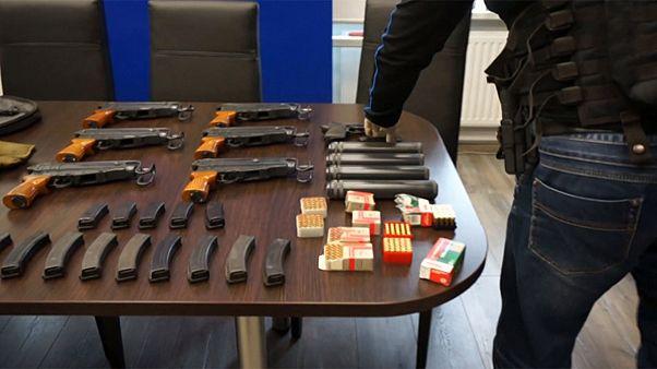 بولندا: إلقاء القبض على عناصر من عصابة لإنتاج وتهريب الأسلحة