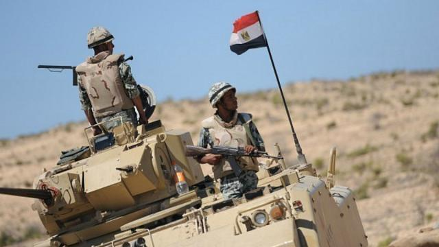 مقتل ثلاثة جنود مصريين والجيش يدك معاقل الإرهاب في جبل الحلال