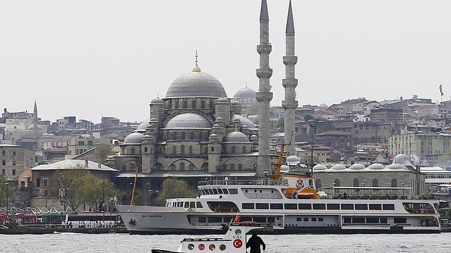 """#freedeniz - Solidarität mit in der Türkei festgehaltenem """"Welt""""-Reporter Deniz Yücel (43)"""