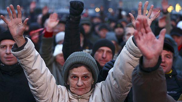 Fehéroroszország: az adóügyi törvény ellen tüntettek